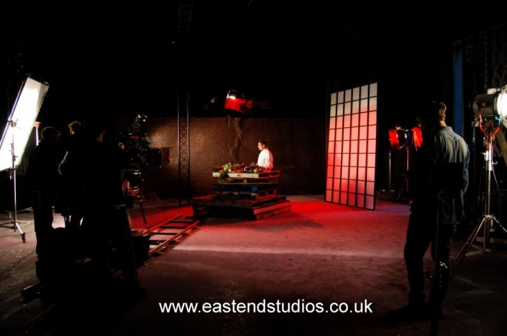 jamie-oliver-ben-chapman-starring-in-a-3d-movie-shot-at-east-end-studios